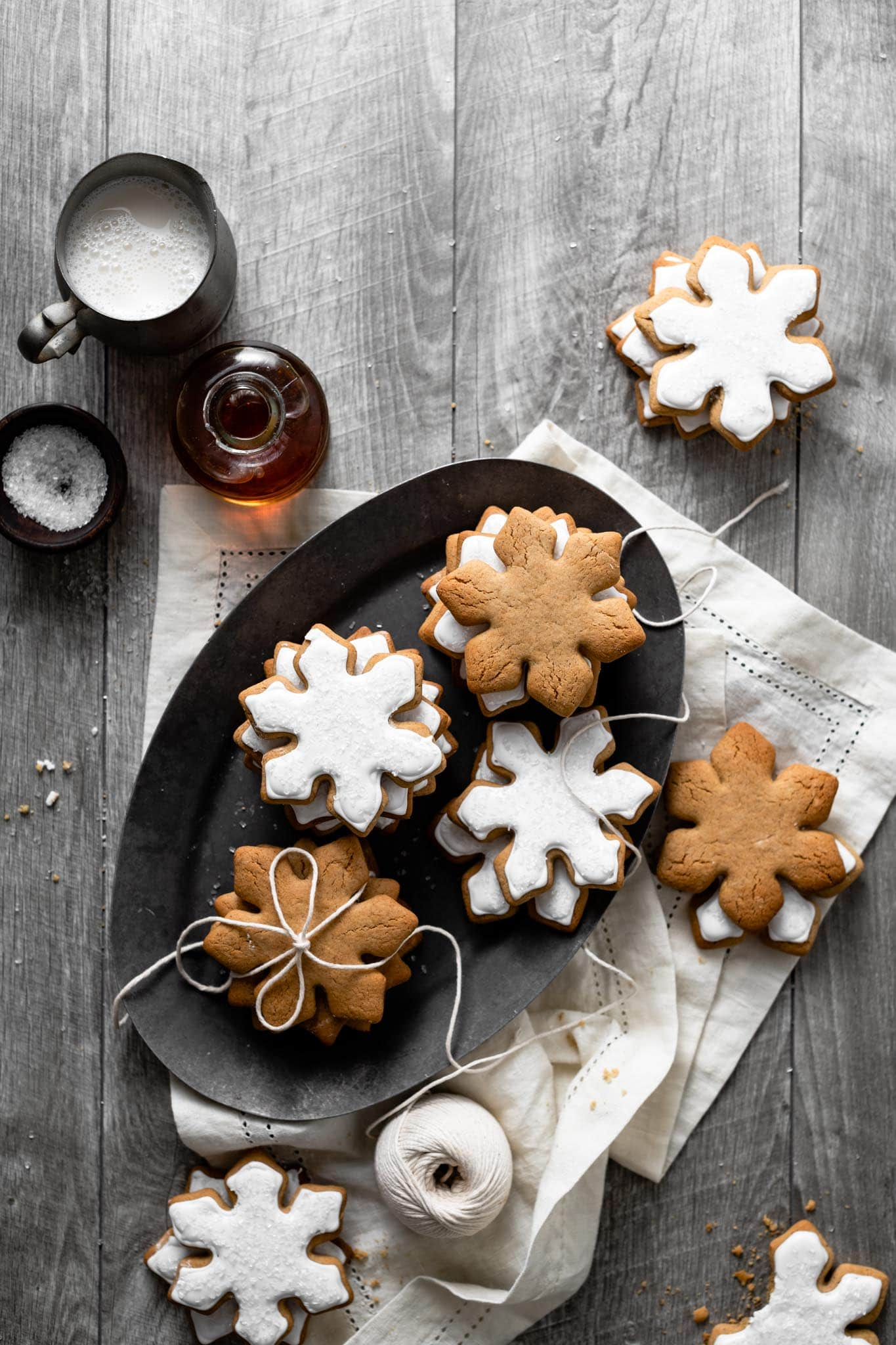 Christmas Snowflake Cookies with ginger and maple syrup.