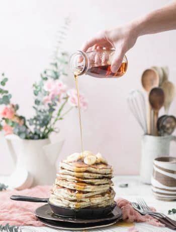 vegan banana pancakes with syrup