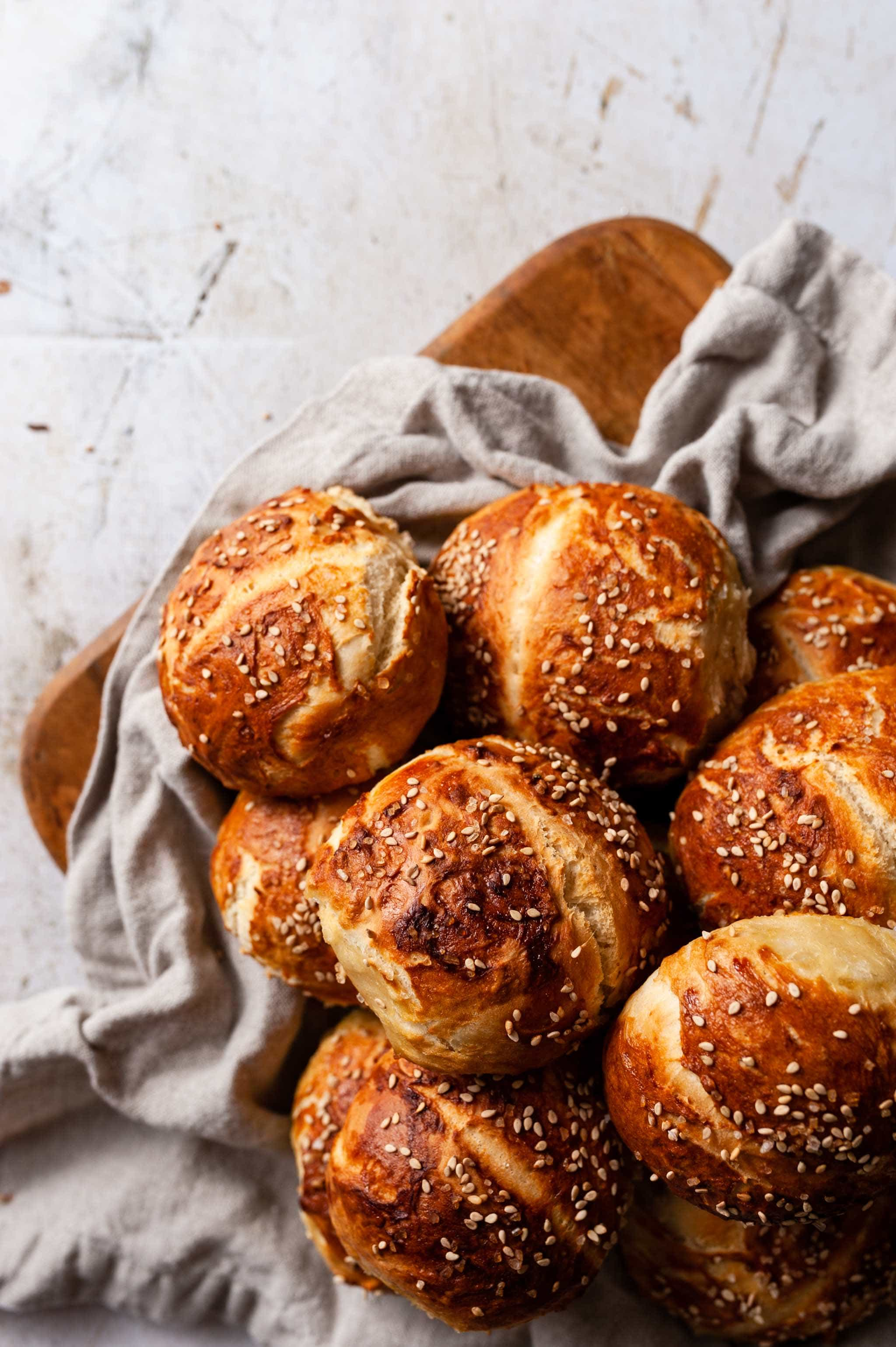 Easy homemade pretzel buns