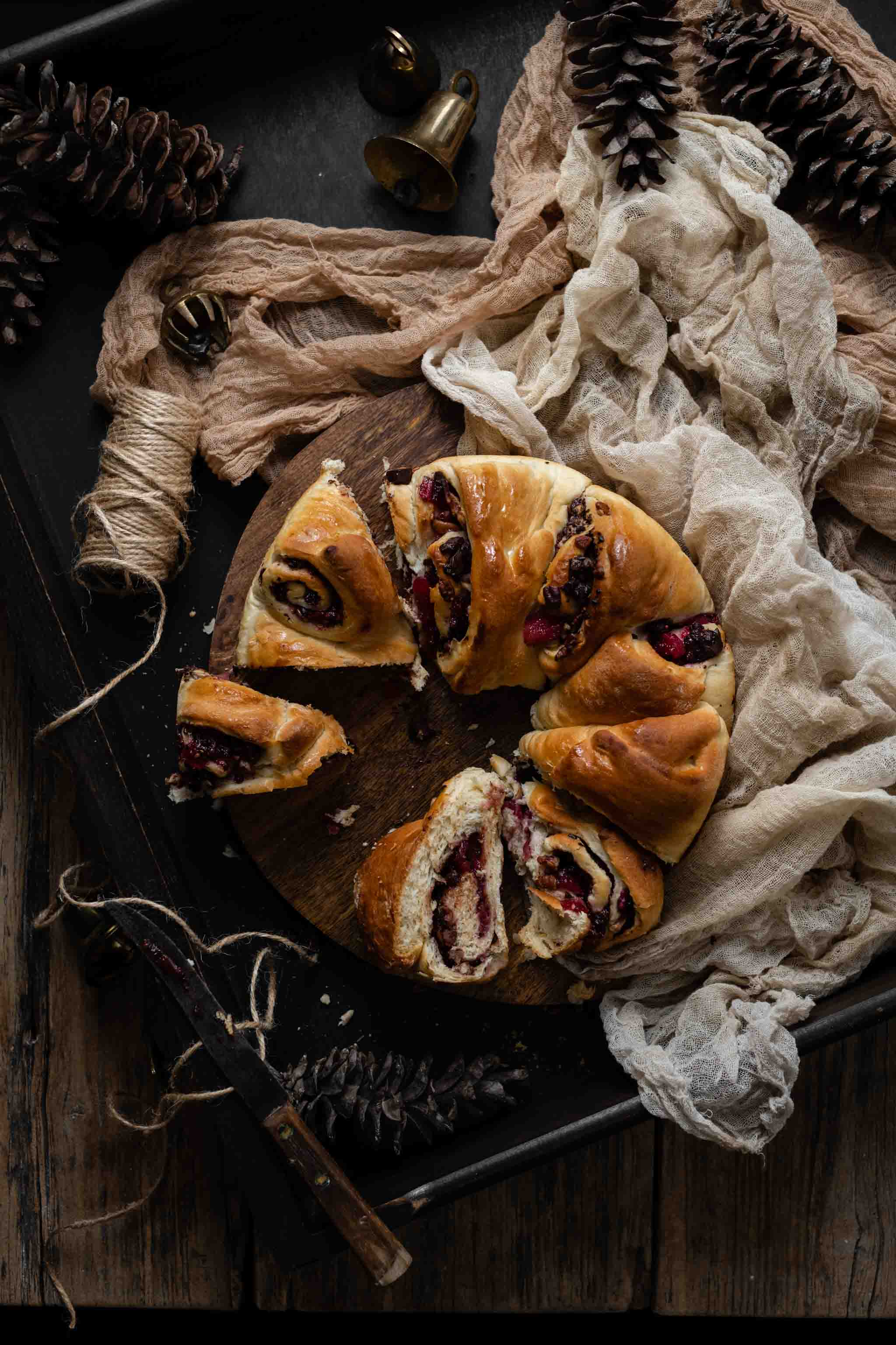 Recipe for Christmas Bread Wreath with fruit filling.