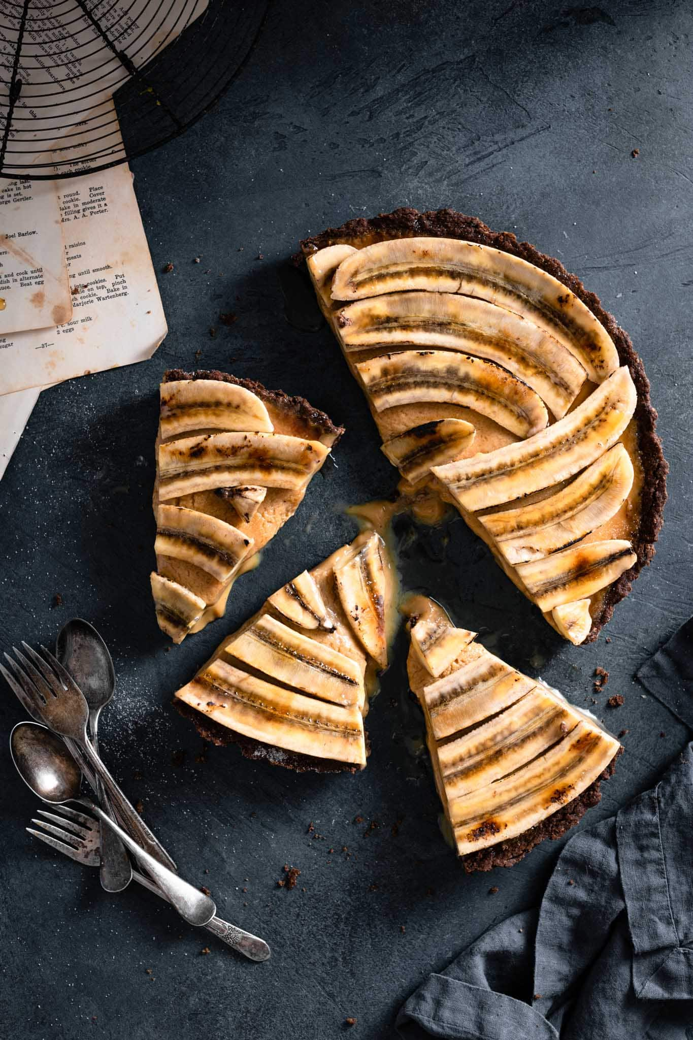 How to make a banana brulee tart with caramel filling and chocolate crust.