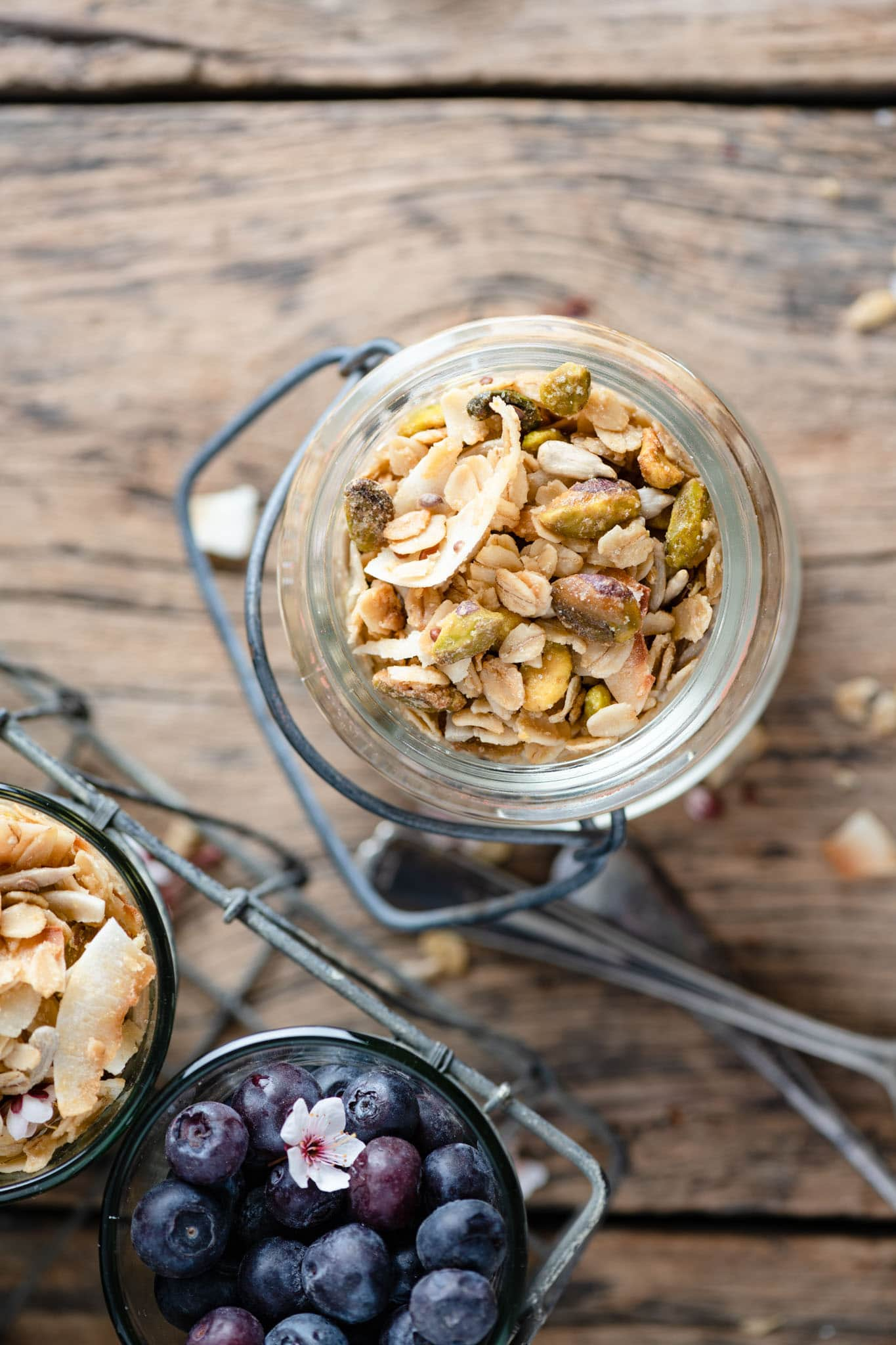 Crunchy Granola Recipe with pistachios and flax seeds.