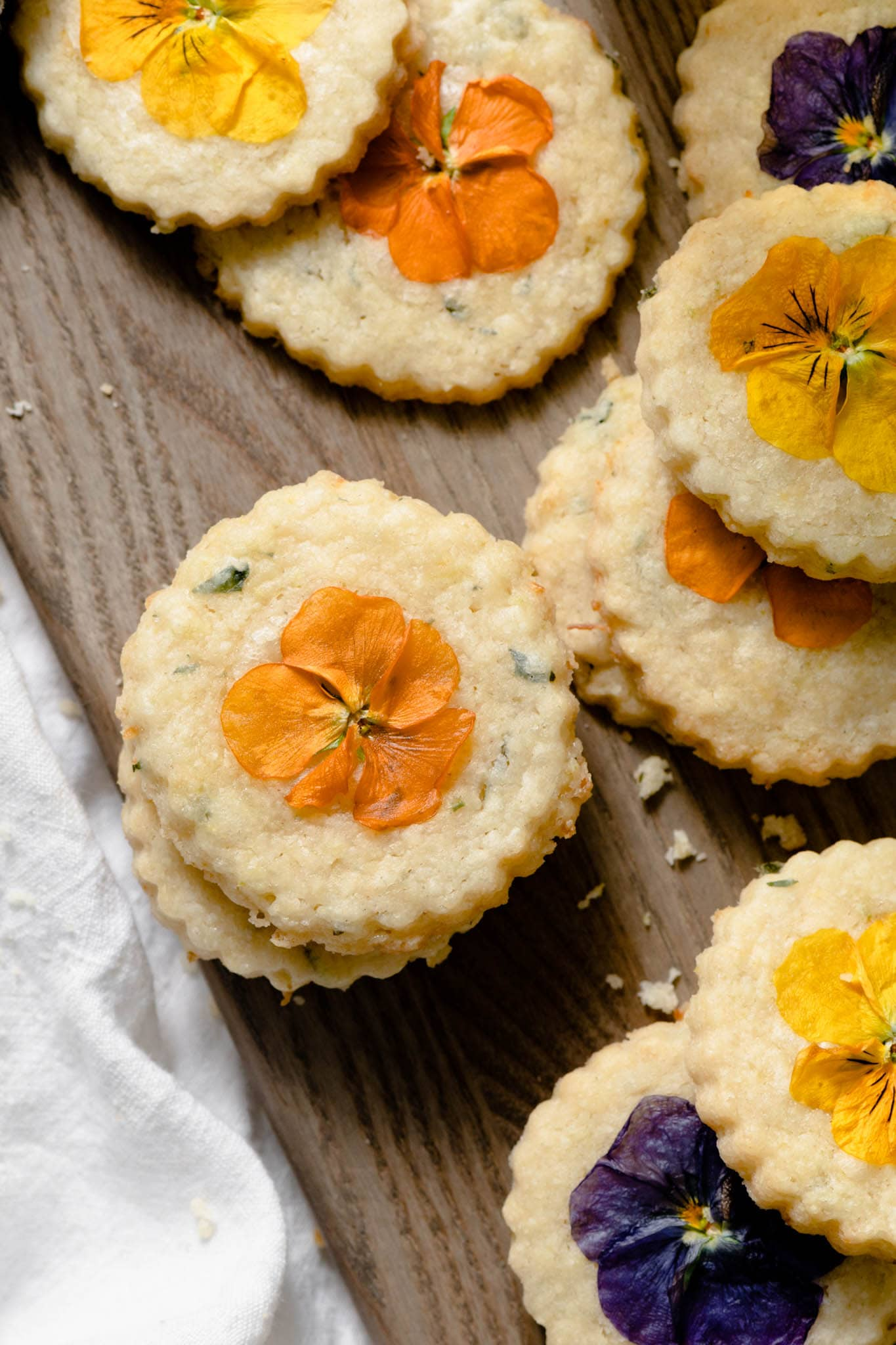 Ming cookies with fresh flowers.